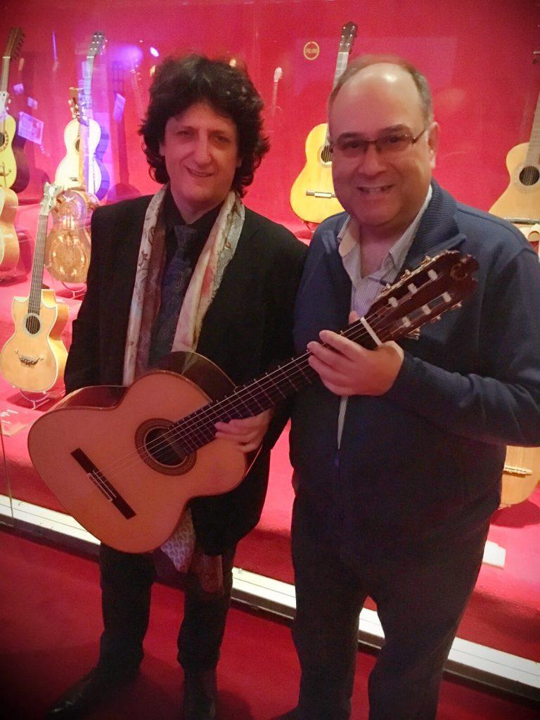 Cañizares con el luthier Vicente Carrillo