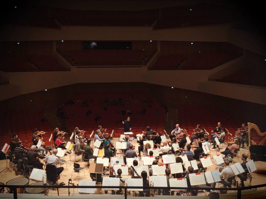 Pablo Gonzalez dirige a la Filarmónica de Drescen