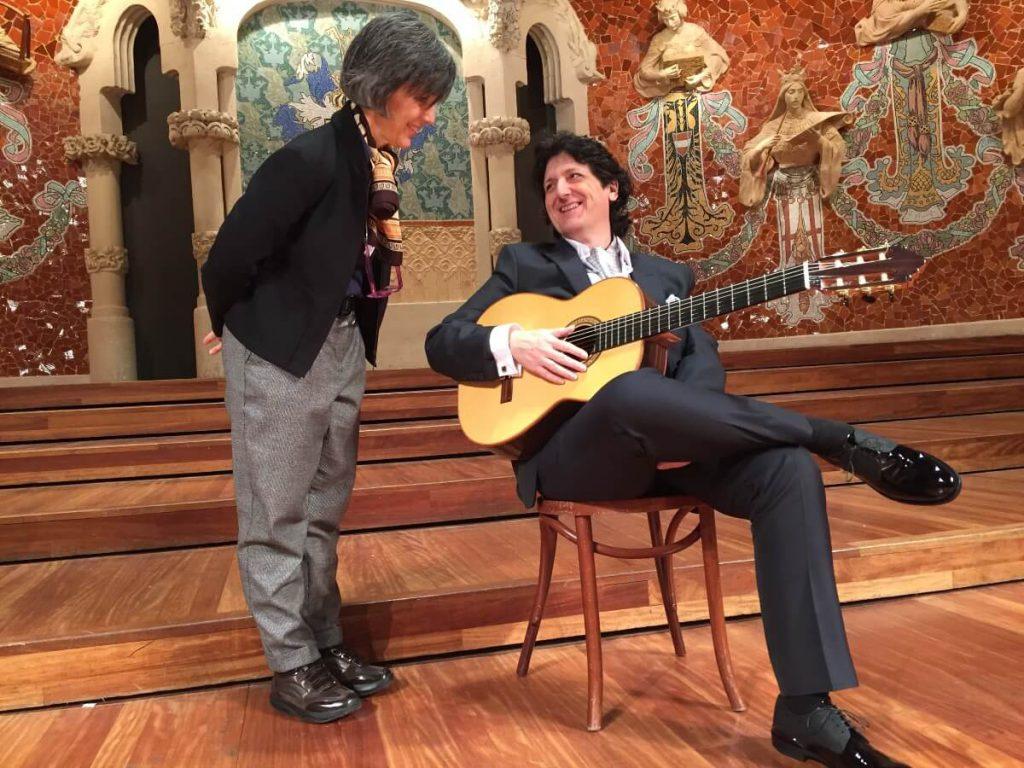 La directora Arantxa Aguirre con el guitarrista y compositor Cañizares