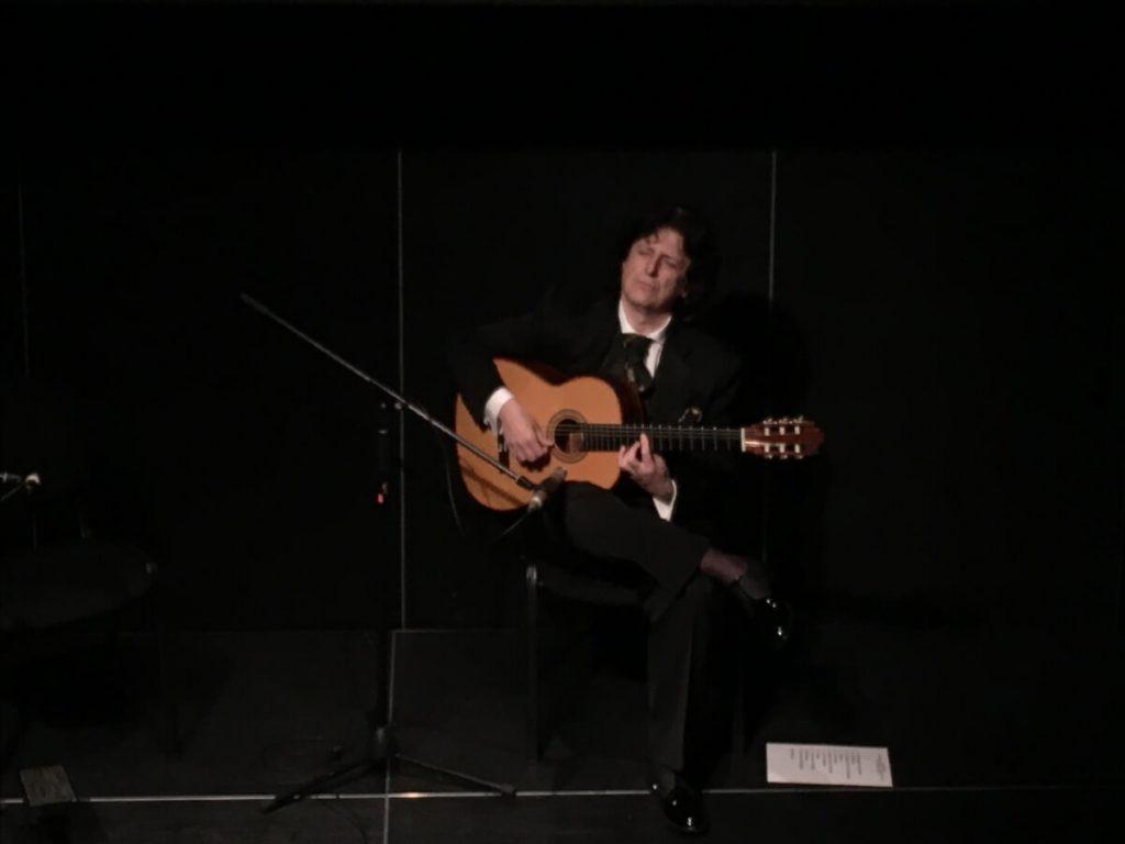 Solo de guitarra del compositor y guitarrista Cañizares