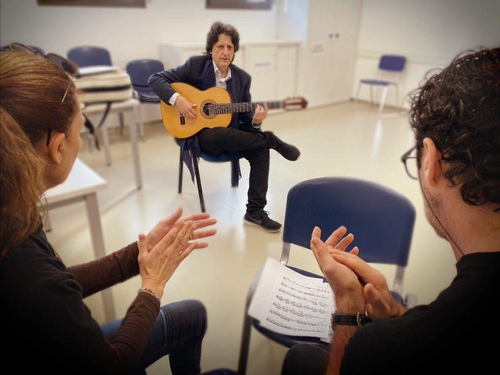 Cañizares guitarra con Charo y Angel tocando palmas flamencas